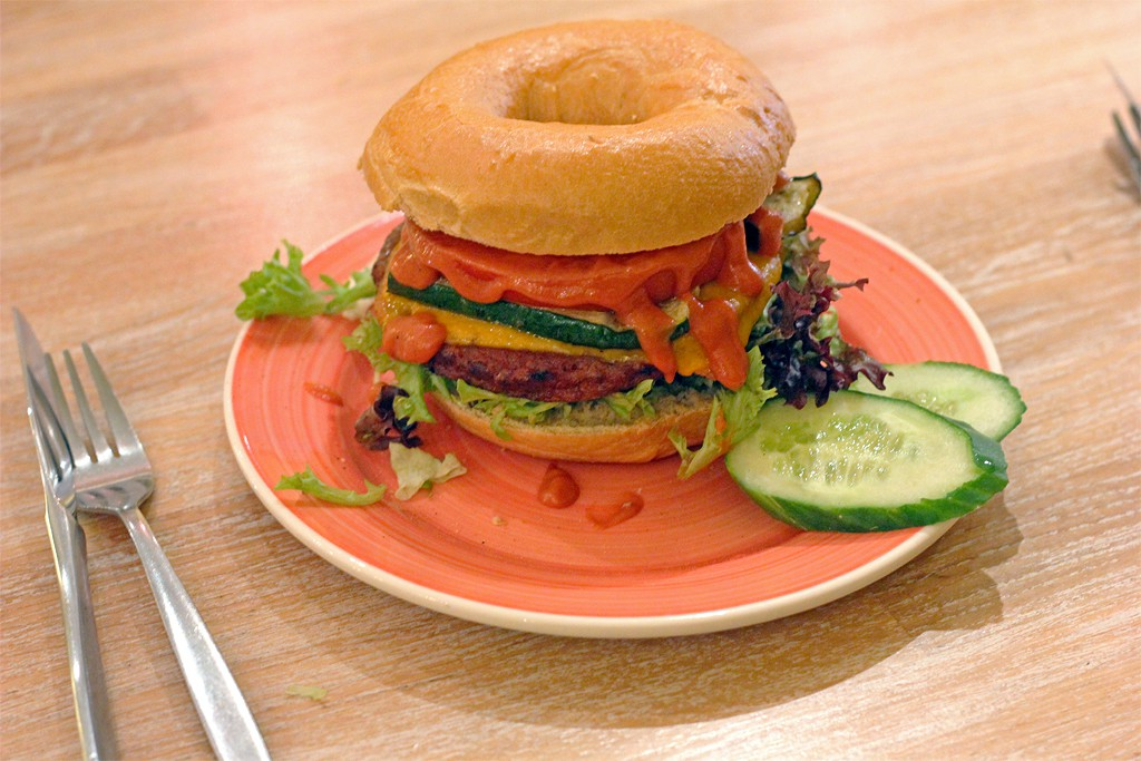 Bagels & Beans Tomeato burger
