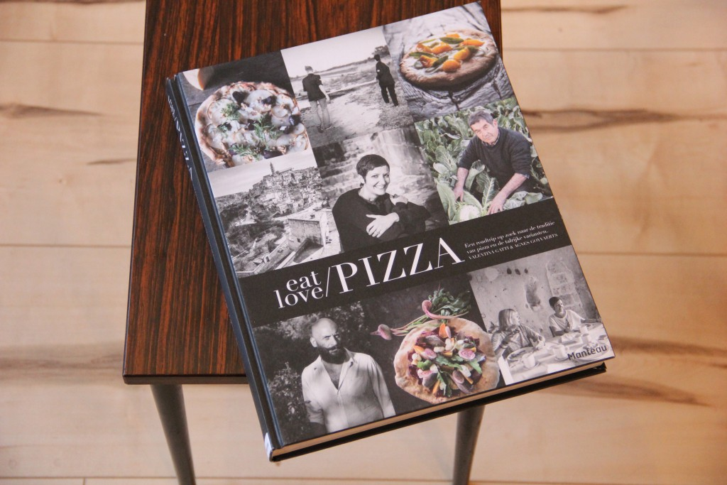 eat love pizza voorkant kookboek @ Lauriekoek.nl