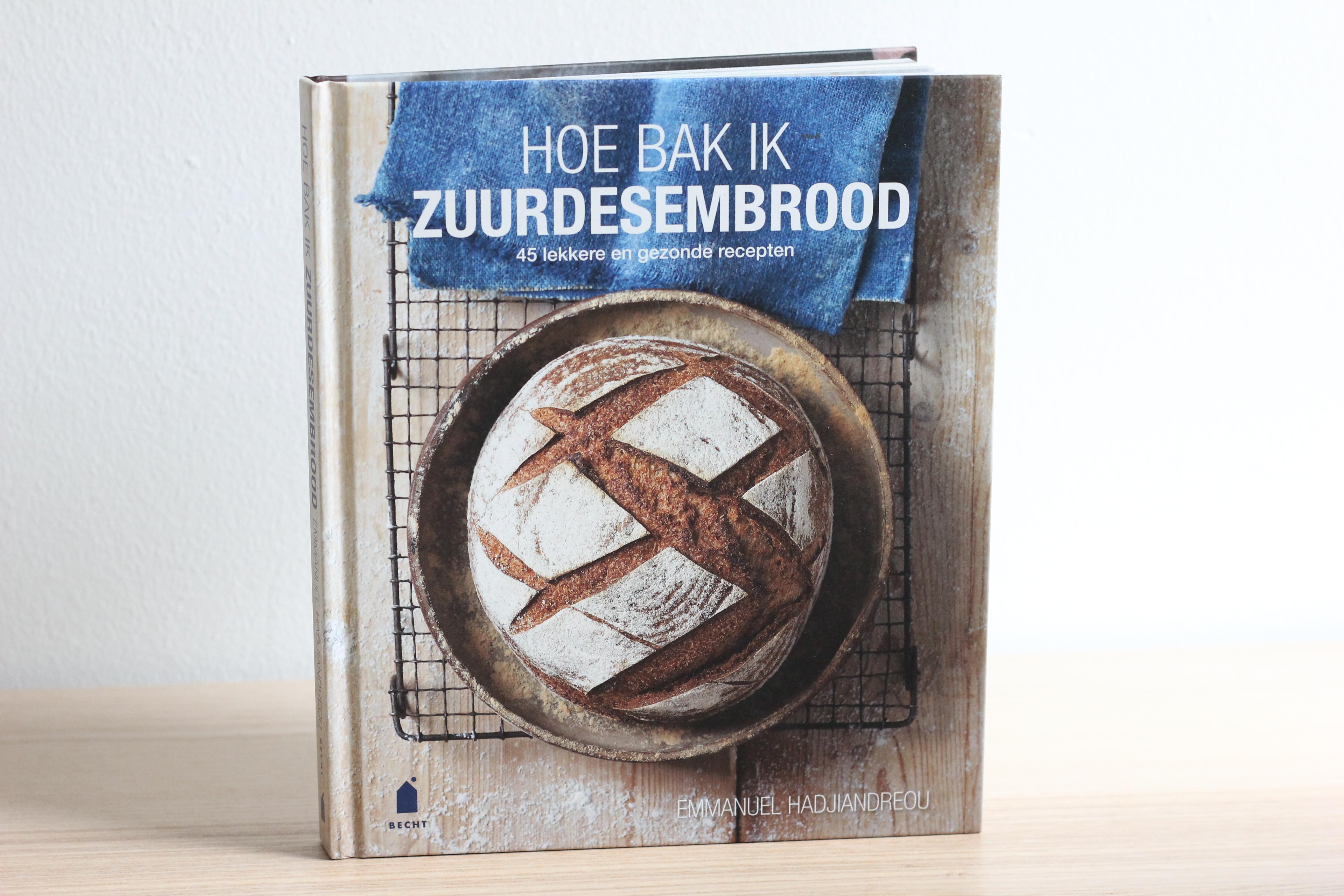 Boekrecenise: Hoe bak ik zuurdesembrood @ Lauriekoek.nl