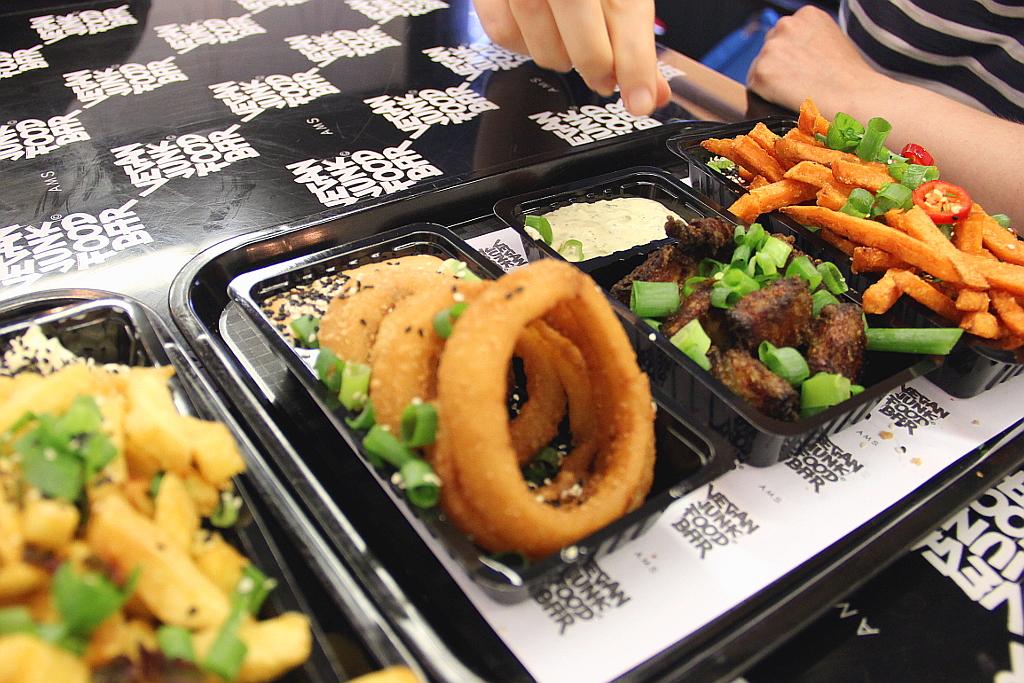 Vegan junk food bar lauriekoek for Bar food vegetarian