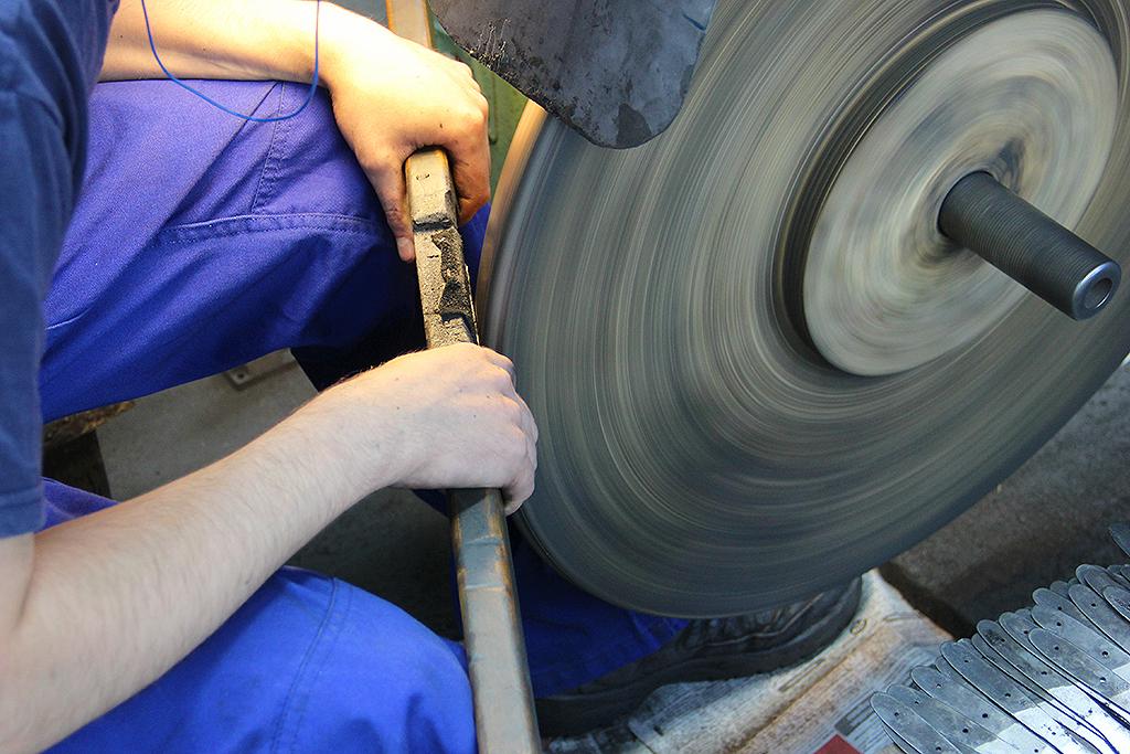 Op bezoek bij een messenfabriek - Lauriekoek.nl