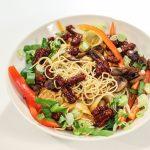 Recept: Bang-bang-mihoensalade uit Bish Bash Bosh!